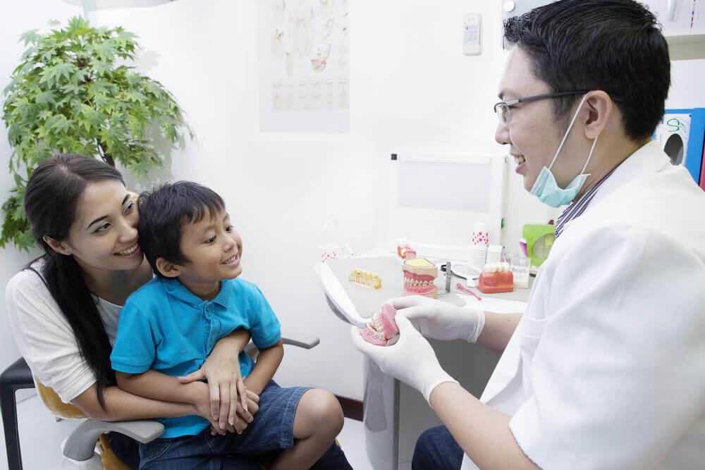traitement precoce d'un enfant par un orthodontiste japonais